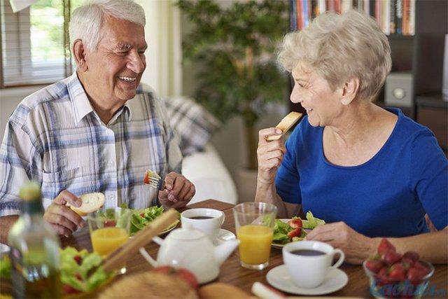 Kết quả hình ảnh cho người già Nên ăn uống hợp lý